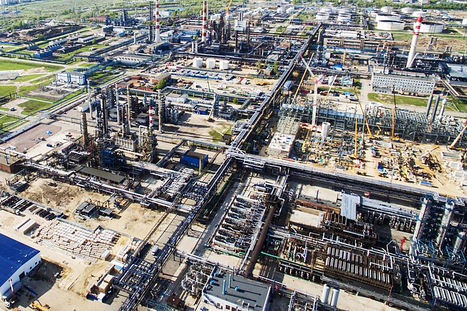 В зоне риска оказываются отрасли, где априори высок уровень аутсорсинга углерода. Одна из них – нефтесырьевая.