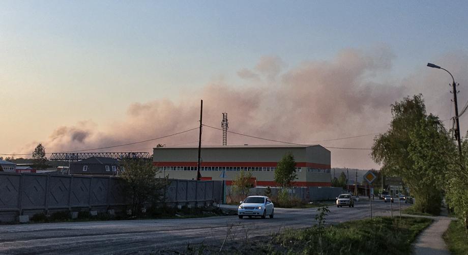Дым с полигона виден из разных точек города.