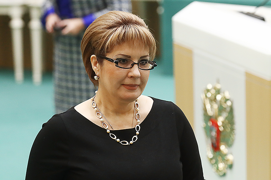 Елену Грешнякову в Совет Федерации от исполнительной власти Хабаровского края делегировал в 2018 году Сергей Фургал.