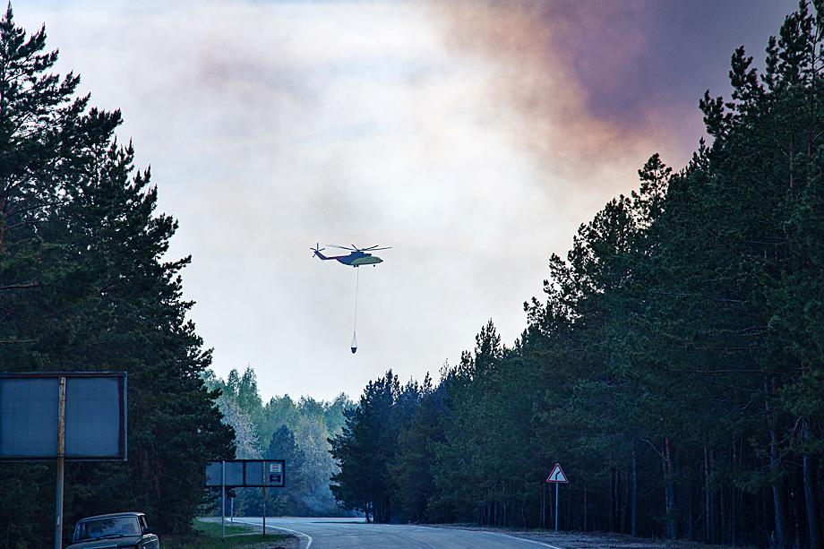 На борьбу с огнём брошена и воздушная техника.