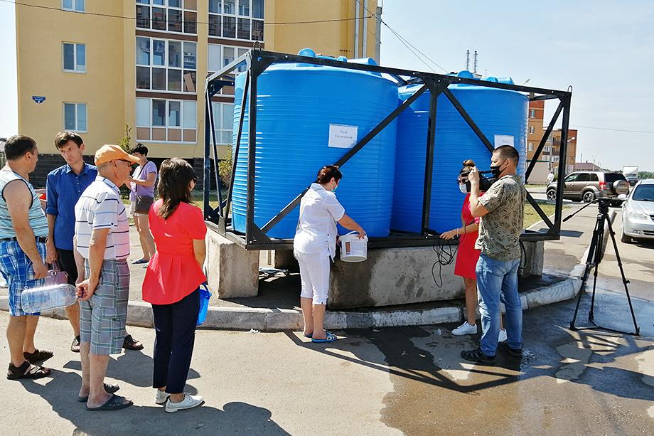 По рассказам местных жителей летом прошлого года в пик пандемии воды не было неделями.
