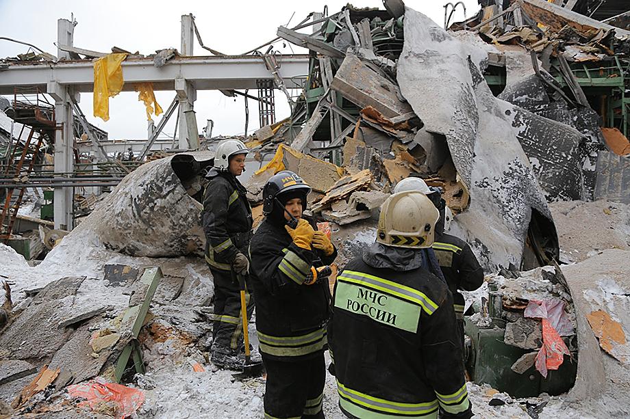 При обрушении крыши цеха погибло 4 человека.