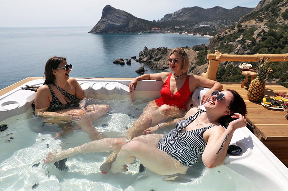 Заграничные курорты избаловали россиян, которые за последние перед пандемией годы стали гораздо требовательнее к комфорту и сервису на отдыхе. Всё-таки за это и платят.