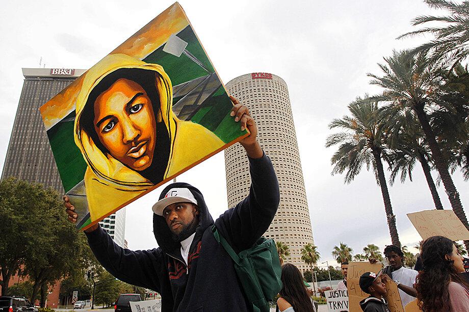 После признания в июле 2013 года Джорджа Циммермана невиновным застреленный им 17-летний Трейвон Мартин стал первым лицом зародившегося движения Black Lives Matter.