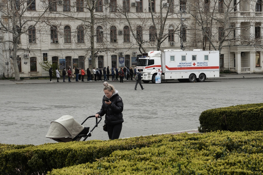 Российские власти по западному примеру тоже задумались о бонусах за прививку.
