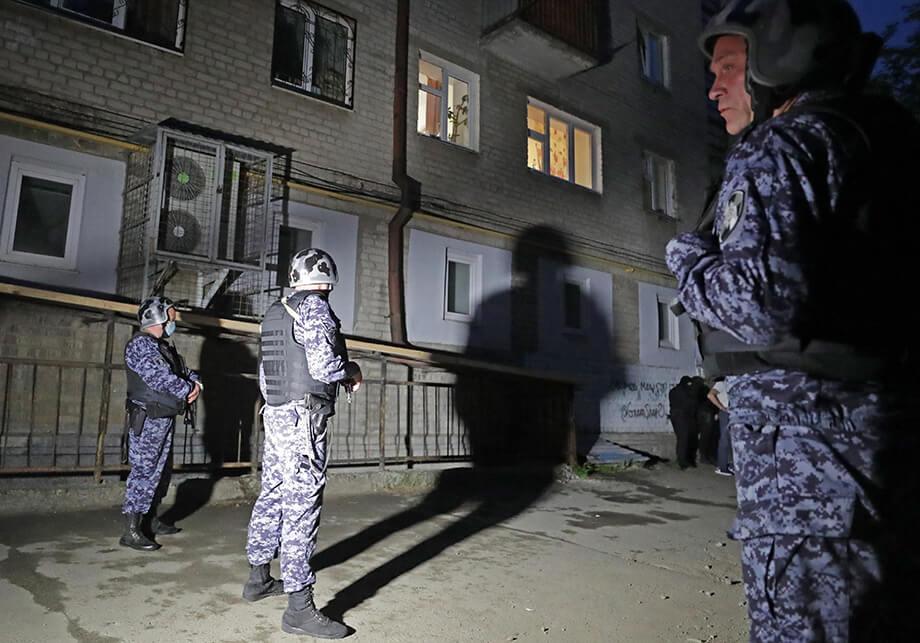 Из жилого дома было эвакуировано 35 человек.