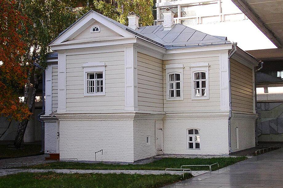Флигель дома Прибыловской, где родился В. И. Ульянов-Ленин.