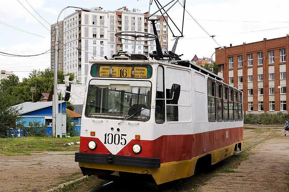 В настоящий момент 14 трамваев и 24 троллейбуса не допущены к работе на линии, а более 1500 работников находятся под угрозой сокращения.