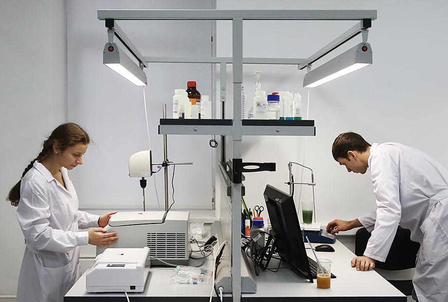 Зеленоградский нанотехнологический центр, который владеет половиной ООО «Ювизор», был открыт 26 ноября 2013 года.