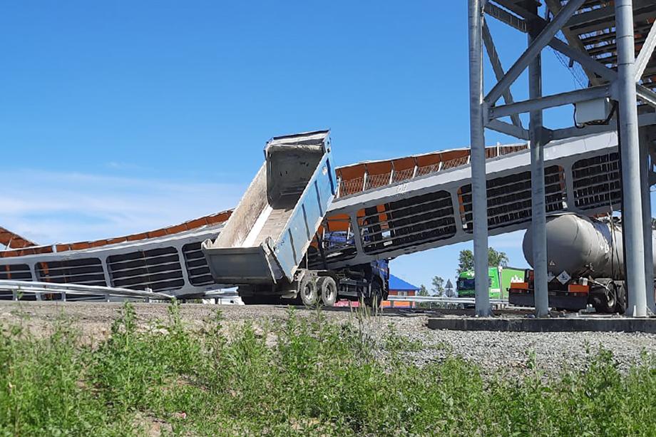 Пешеходный мост обрушился возле Введенского.