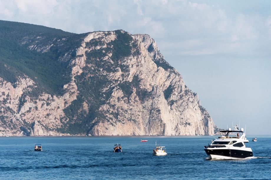 Крым с его защищёнными от природных катаклизмов тихими бухтами и длинным тёплым сезоном – идеальное место для создания яхтенной инфраструктуры.