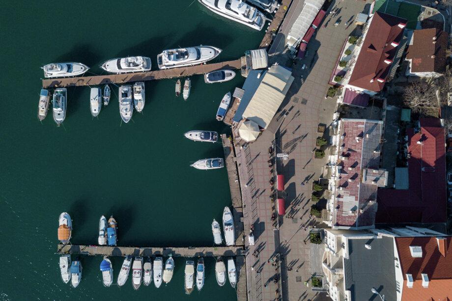 Владимир Путин ещё в 2016 году поручил создать яхтенный курорт в Балаклавской бухте Севастополя.
