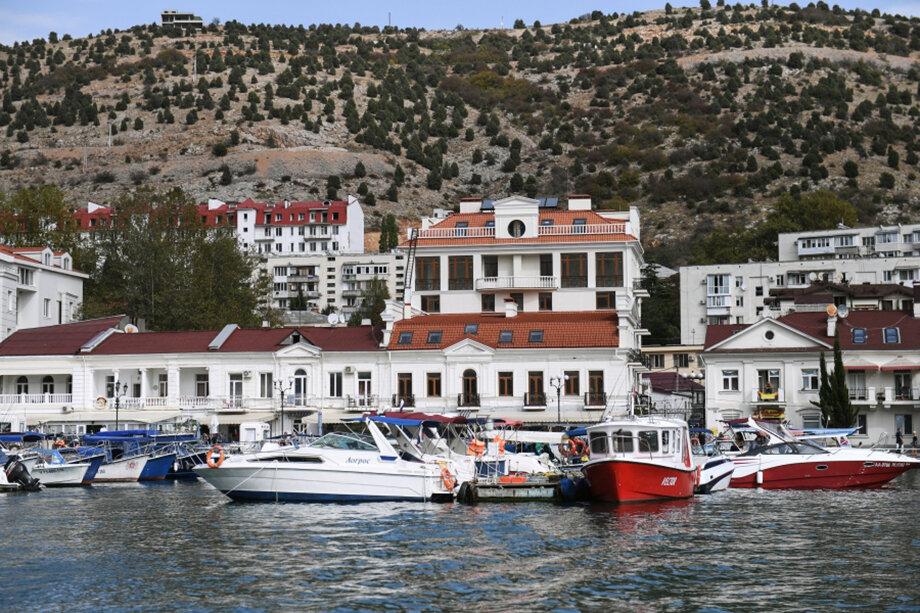 Крымские марины строятся в первую очередь для российских владельцев яхт. Спрос на стоянку и обслуживание в стране среди них растёт с каждым годом.