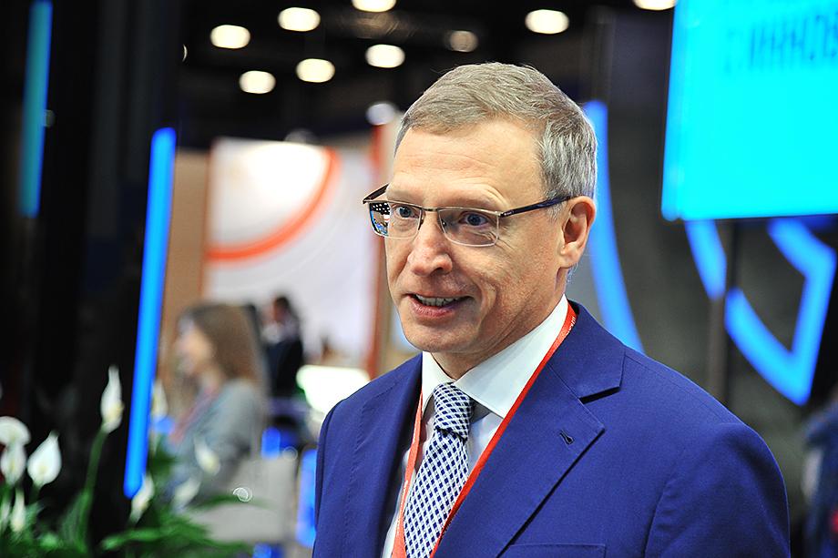 Справляться с пандемией коронавируса Александру Буркову пришлось в ручном режиме.