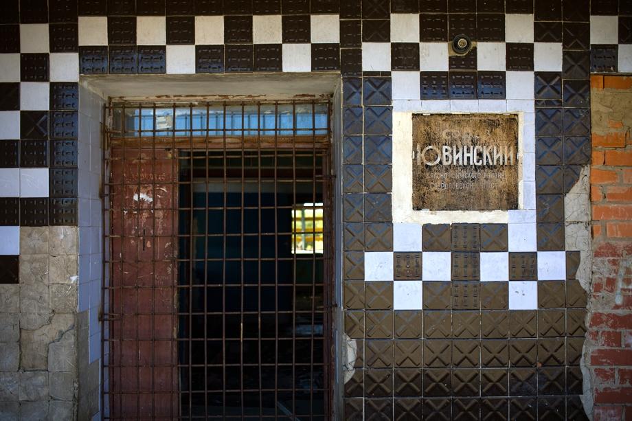 Жители Русской Тавры опасаются посторения судьбы колхоза «Ювинский», от которого после банкротства в 2006 году остались только заброшенные разваливающиеся здания.