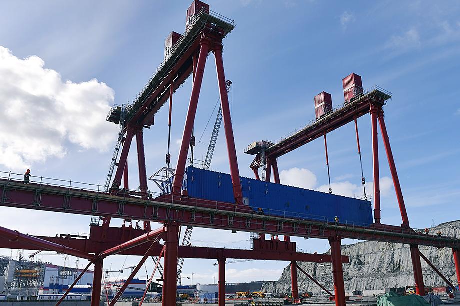 Установка блок-модулей для проекта завода «Новатэк-Мурманск» по производству СПГ.