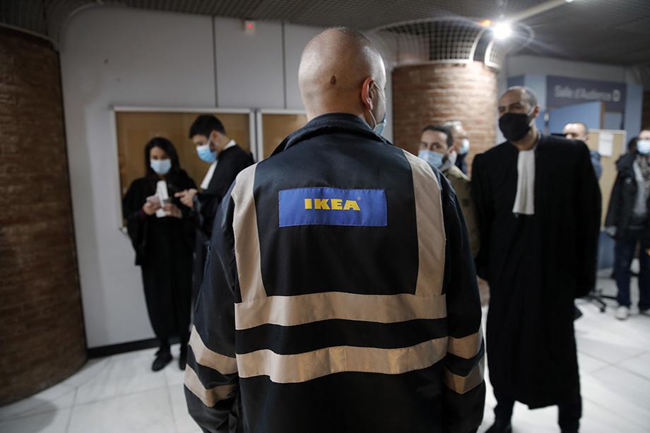 Уголовное дело касается периода 2009-2012 годов, но, судя по документам, слежку в IKEA France начали практиковать ещё с начала 2000-х.