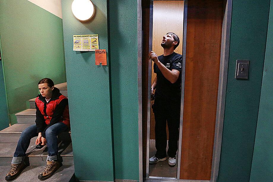Спасение утопающих – дело рук самих утопающих. Обслуживать лифт – задача жильцов подъезда.