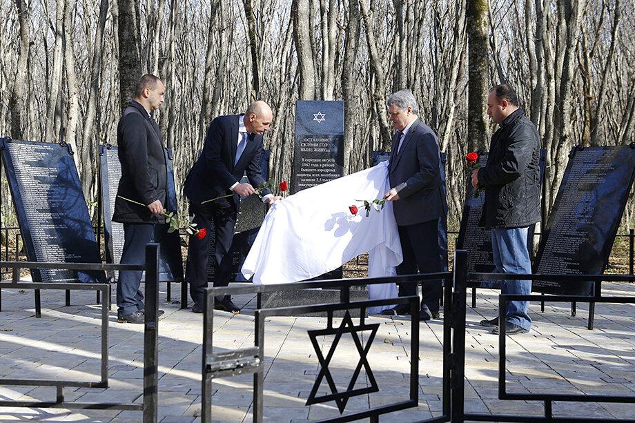 С 2010 года в рамках проекта «Вернуть достоинство» установлено более 80 памятников и мемориальных досок.