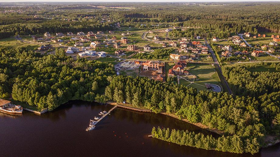 На берегу Икшинского водохранилища планируется строительство готового коттеджного посёлка.