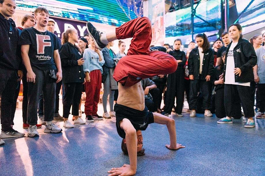 Мероприятие с участием уличных художников, танцоров и скейтеров планировали провести 27 июня.