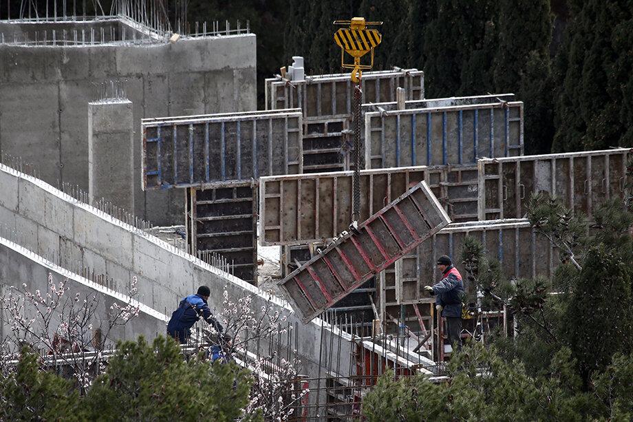 Жители Фороса настаивают, что строительство идёт в нарушение законодательных норм.