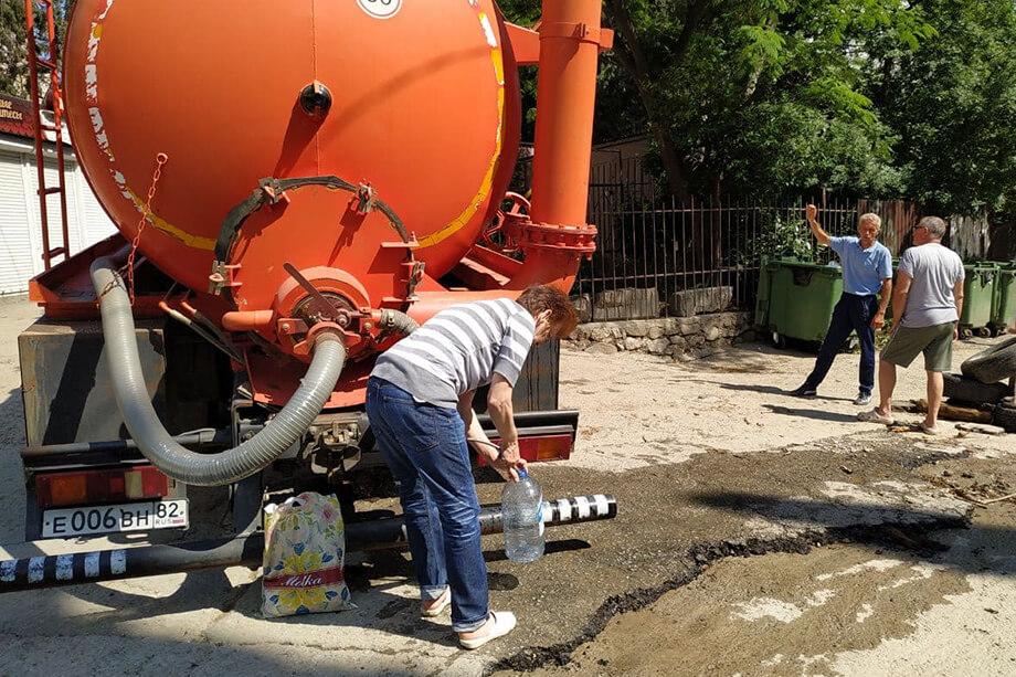 Местные жители стараются не использовать водопроводную воду для питья.