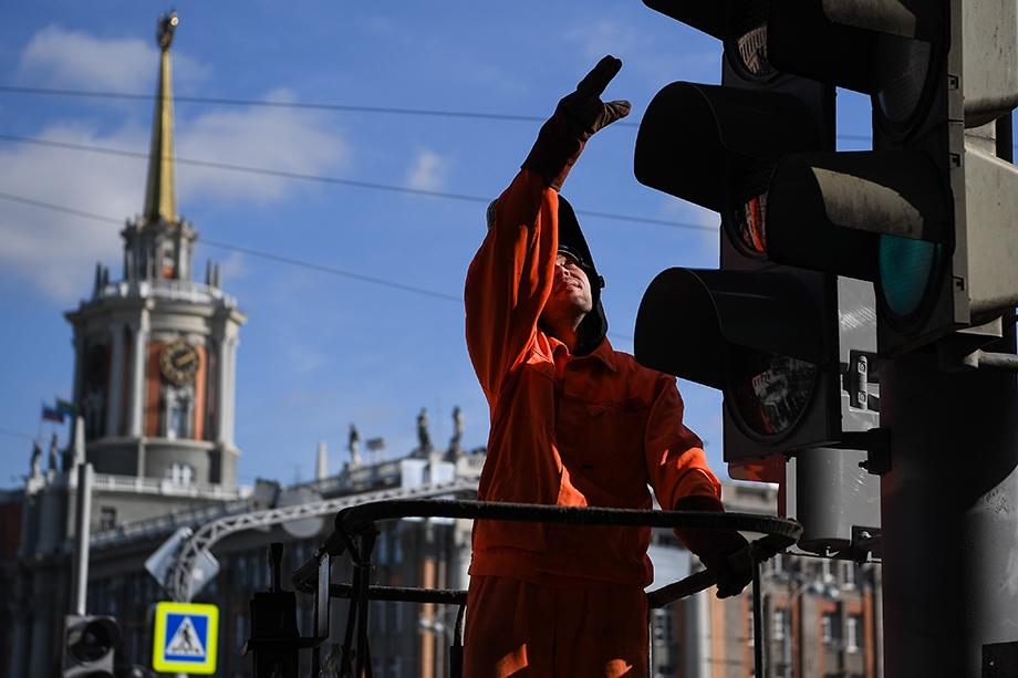 На 45 перекрёстках Екатеринбурга появились видеодетекторы транспорта, следящие за интенсивностью движения, средней скоростью и плотностью потока.