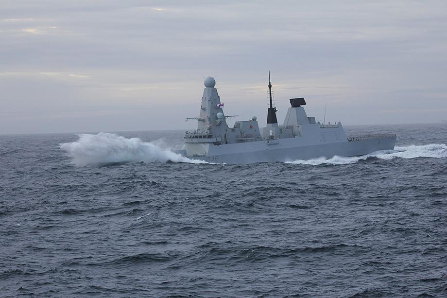 Эсминец покинул воды РФ спустя четыре минуты.