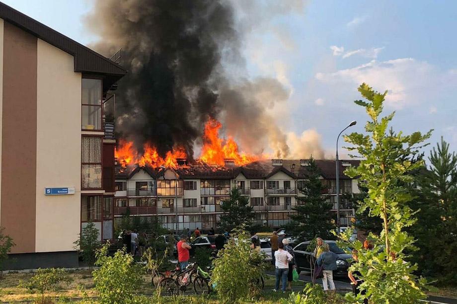 Жители челябинского дома, который загорелся после удара молнии, получат материальную помощь.