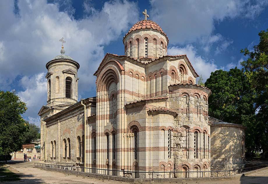 Храм находится в центре города.