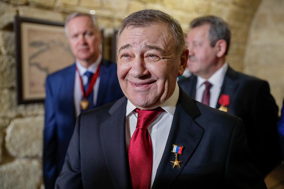 По данным РБК, Аркадий Ротенберг готов инвестировать около 15 млрд рублей в развитие нескольких гостиничных комплексов Крыма.