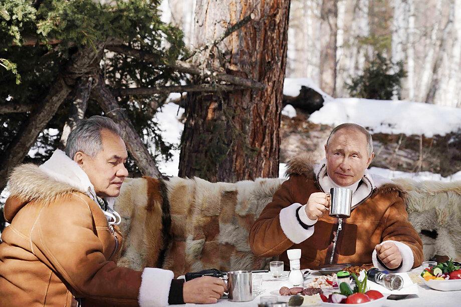 Можно только догадываться о деталях разговора Владимира Путина и Сергея Шойгу.