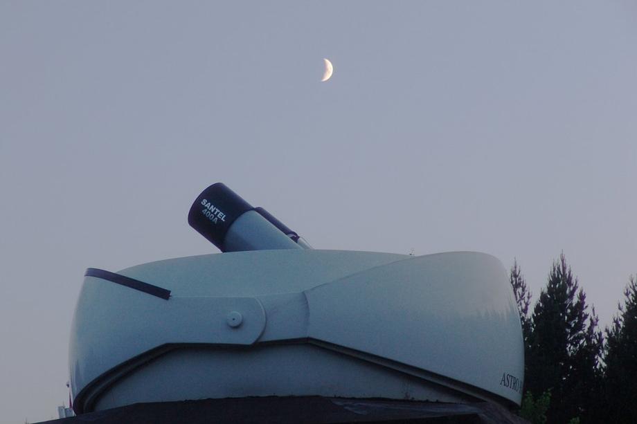 Робот-телескоп «Мастер» установили в 2008 году, чтобы практически непрерывно мониторить астрономические объекты.