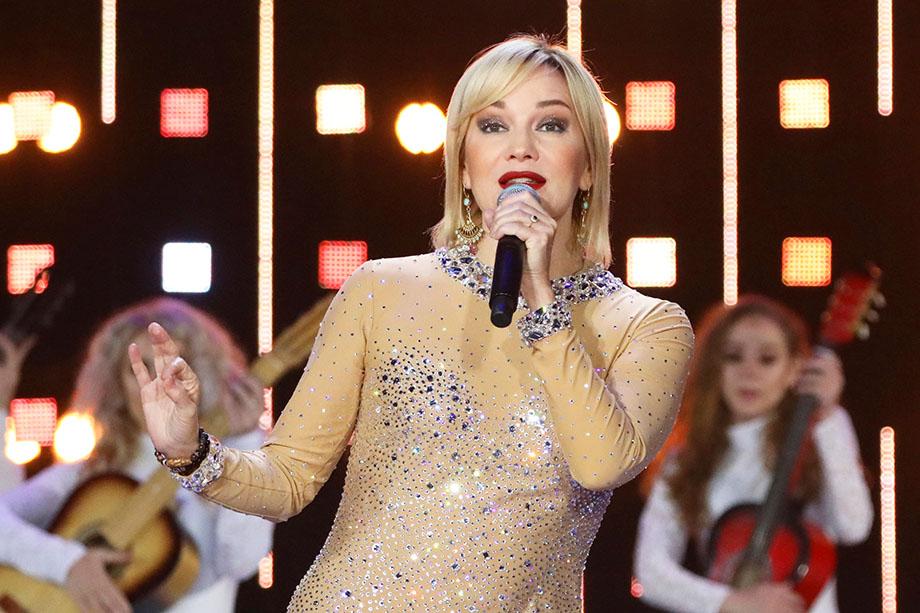 А вот певица Татьяна Буланова – более узнаваемое лицо, да ещё со сценическим образом чувствительной и доброй женщины.