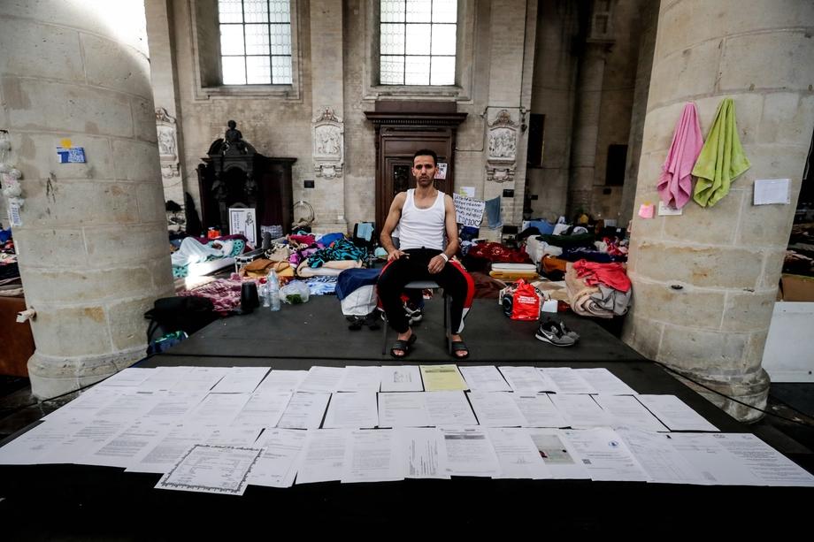 17 июня 2021 года. Брюссель. Нелегальные мигранты, которые с февраля занимали церковь в центре Брюсселя, 23 мая объявили голодовку, чтобы добиться от властей оформления их документов.