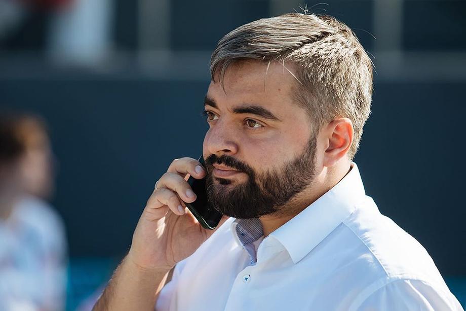 С жёсткой критикой мэра Новосибирска выступил независимый депутат Игорь Украинцев.