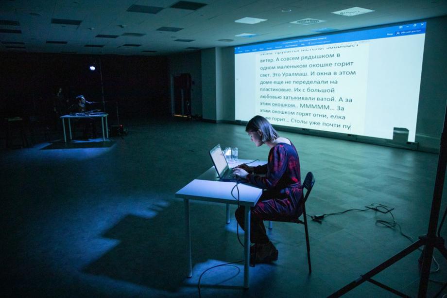 Маша Конторович на открытии офлайн-проекта «Драматург меняет профессию».