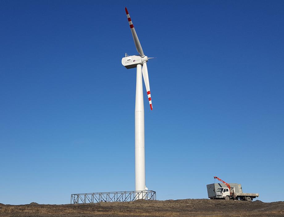 Ветряная электростанция мощностью 900 киловатт введена в эксплуатацию в якутском посёлке Тикси в 2018 году.