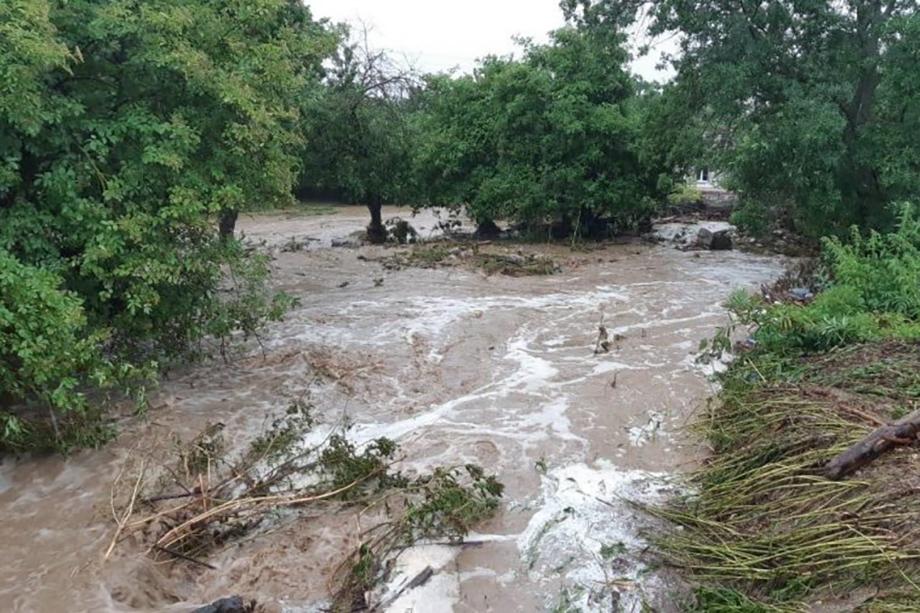 Река Бага сегодня вышла из берегов в Новобобровке.