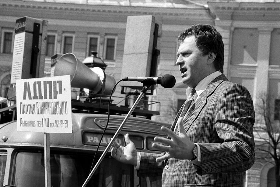 В 1993 году сокрушительную победу в гонке списков одержала ЛДПР Владимира Жириновского.