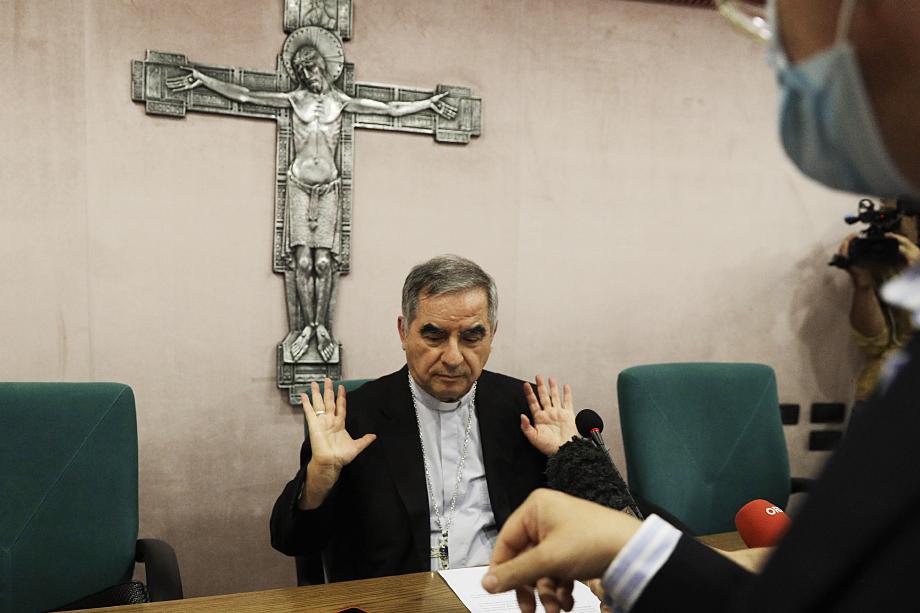 25 сентября 2020 года Джованни Анджело Беччу подал в отставку с должности префекта Конгрегации прославления святых и отрёкся от сана.