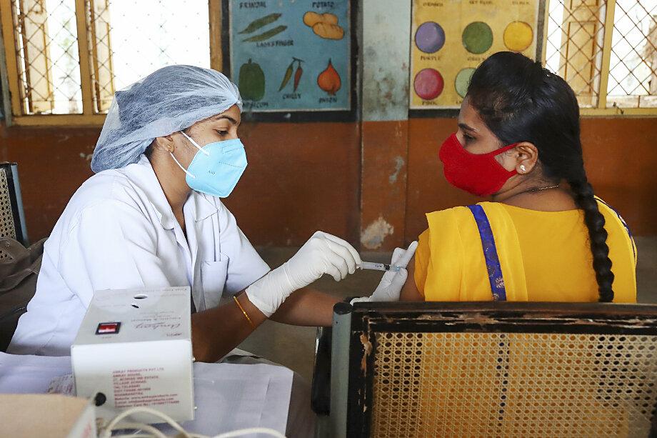 Индия заявила, что предпримет контрмеры. И до тех пор, пока вакцину не признают, не будет освобождать обладателей европейских паспортов вакцинации от карантинов.