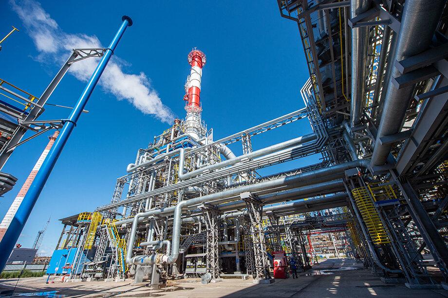 Уставный капитал башкирской «Газпром нефтехим Салават» на 99,9999999978 процента принадлежит ООО «Газпром переработка», единственным участником которого, в свою очередь, является «Газпром».