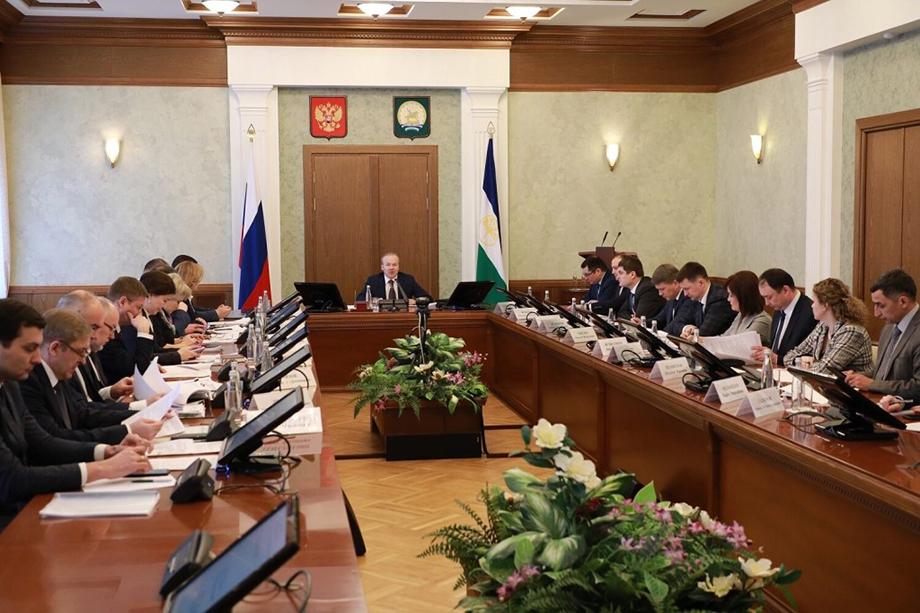Представители Башкирской содовой компании, «Башнефти» и нескольких крупных строительных организаций уже входят в состав парламента республики. Теперь их хотят видеть в составе правительства.