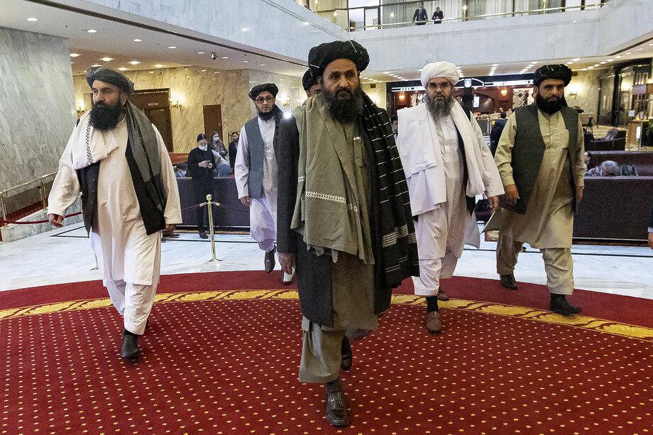 18 марта 2021 года. Абдул Гани Барадар (в центре) во главе делегации «Талибана»*, прибывшей в Москву на заседание расширенной «тройки» по вопросу мирного урегулирования ситуации в Афганистане в преддверии вывода войск США и НАТО из страны.