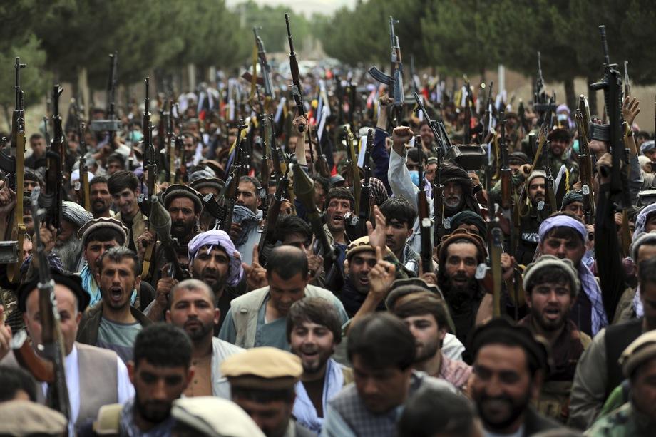 23 июня 2021 года. Минобороны Афганистана мобилизует ополченцев по всей стране после захвата ряда ключевых северных территорий «Талибаном»*.