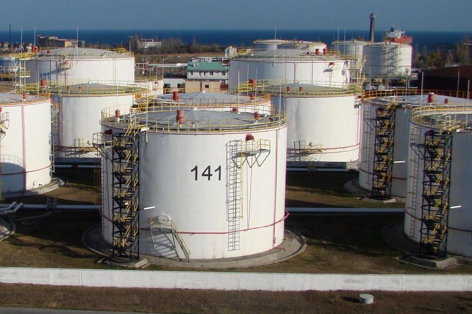 На нефтебазе хранится большая часть топлива для Крыма.