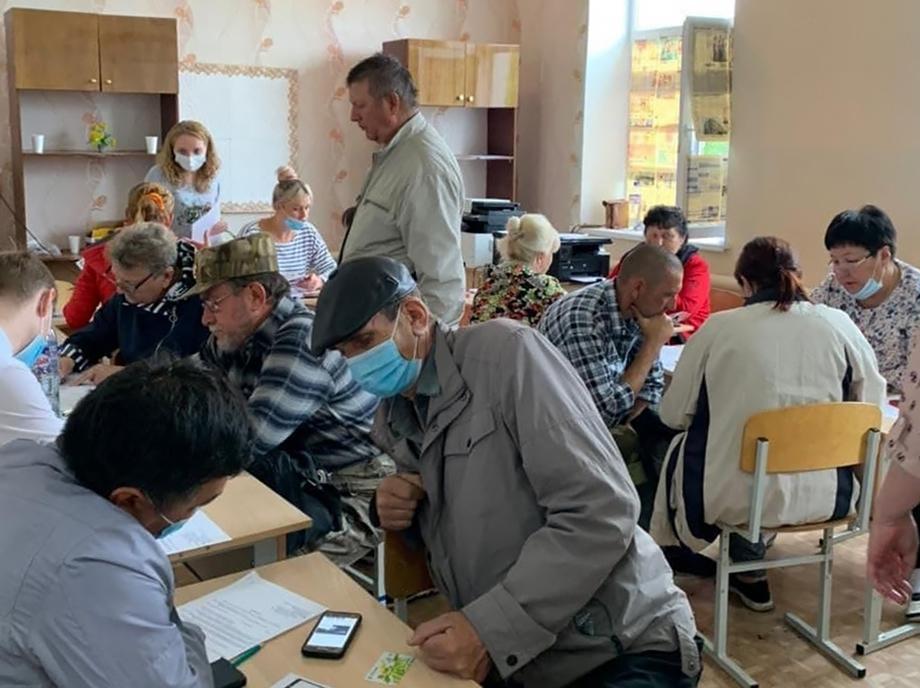 В Карталинском районе уже идёт приём заявлений граждан на получение материальной помощи.