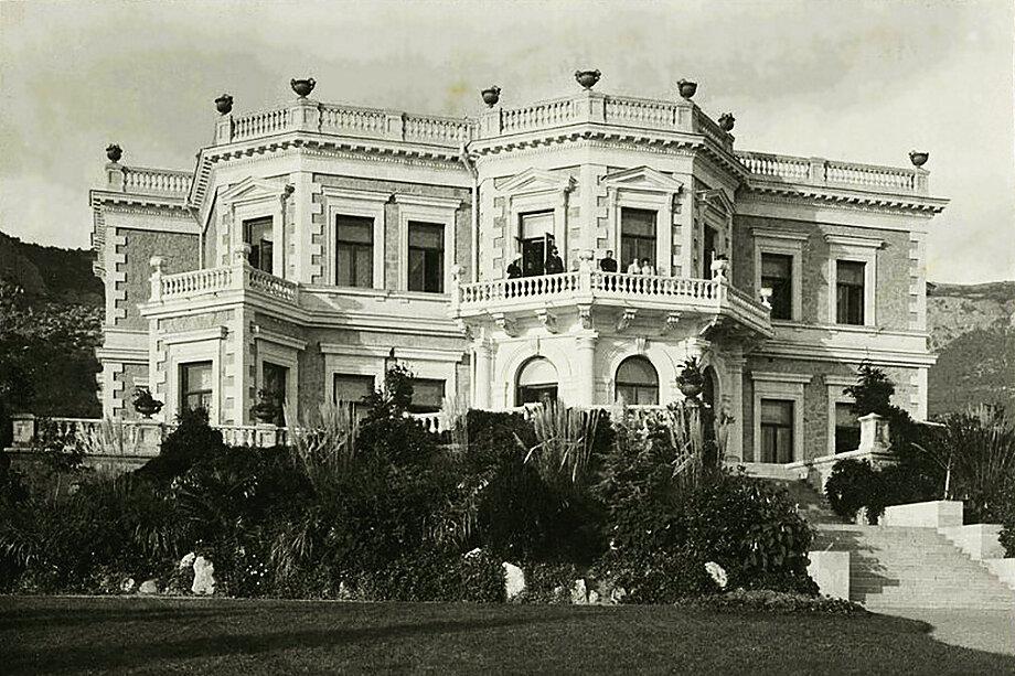 Александр Кузнецов приобрёл участок под строительство особняка в 1862 году.
